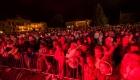 Piatkový koncert a plné námestie divákov. (1024x683)
